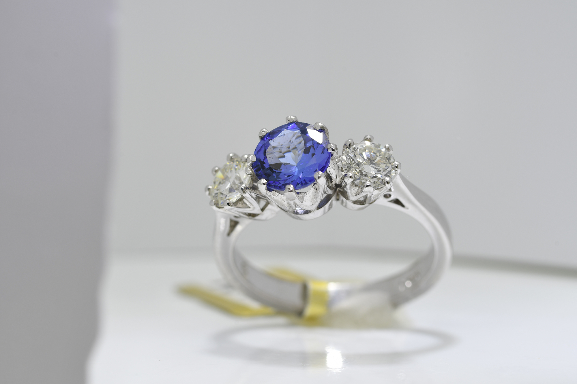Round Tanzanite & Diamond Ring - Image 3 of 3