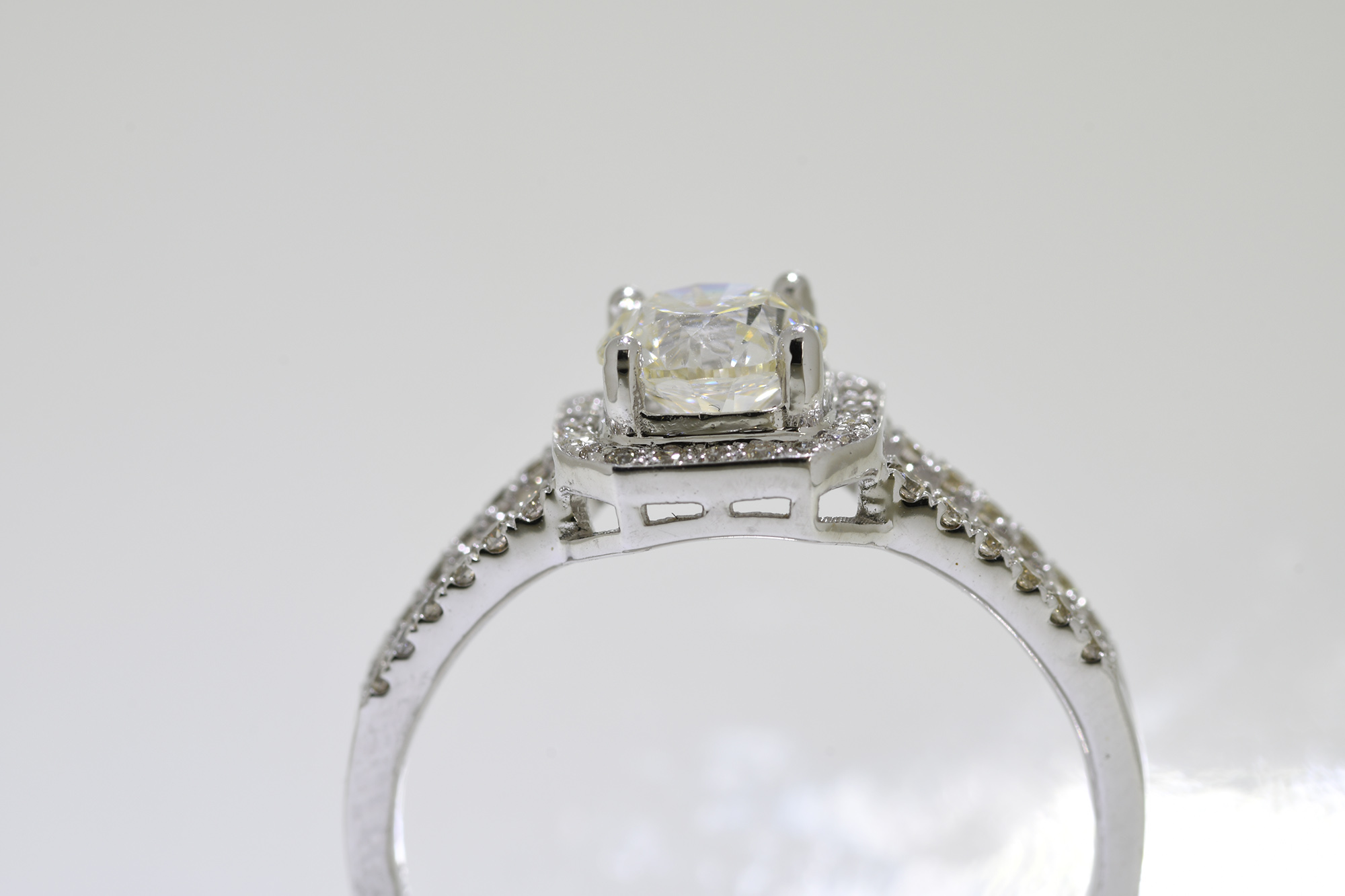 Solitaire Diamond Ring - Image 2 of 4