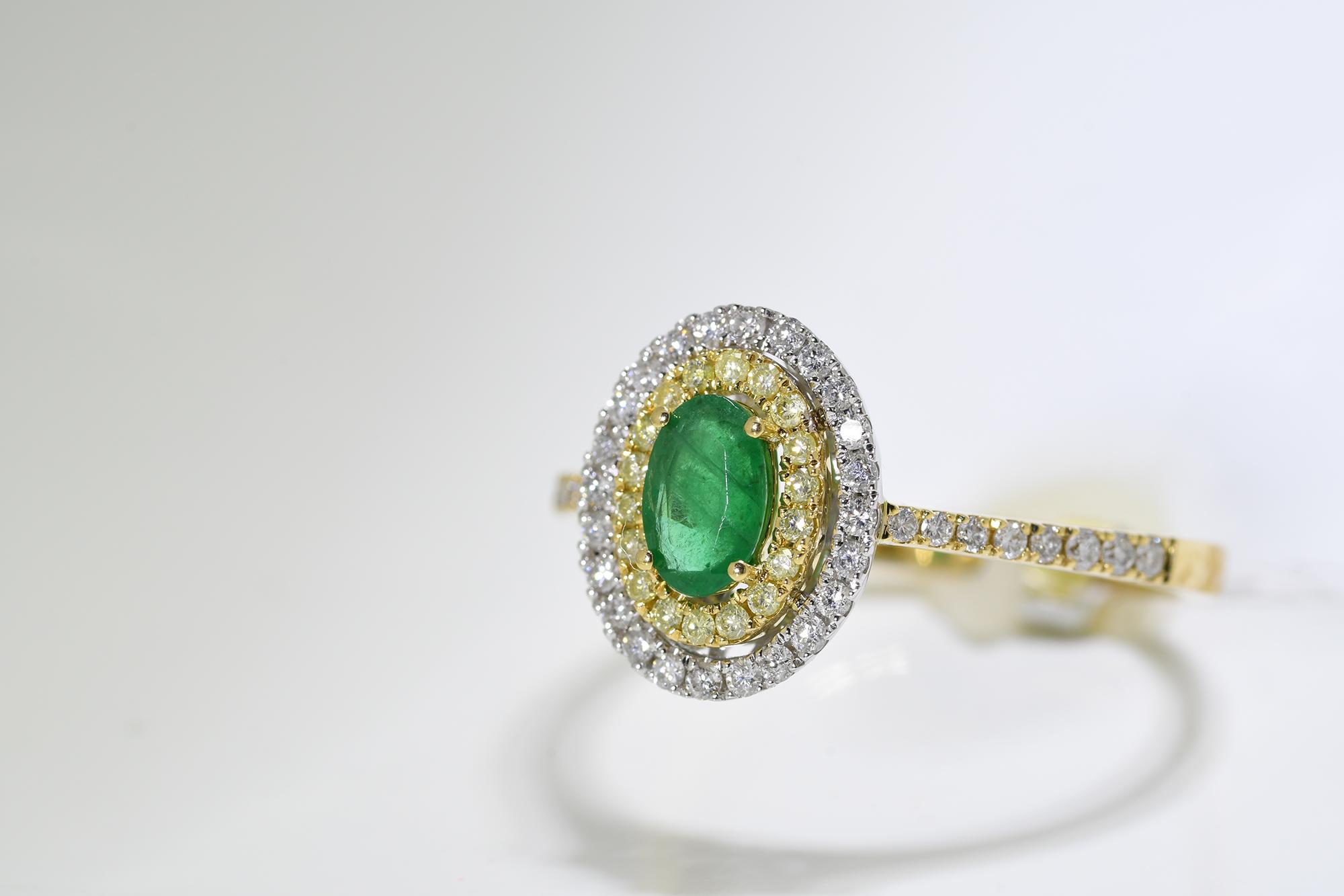 Emerald, Yellow & White Diamond Ring - Image 2 of 3