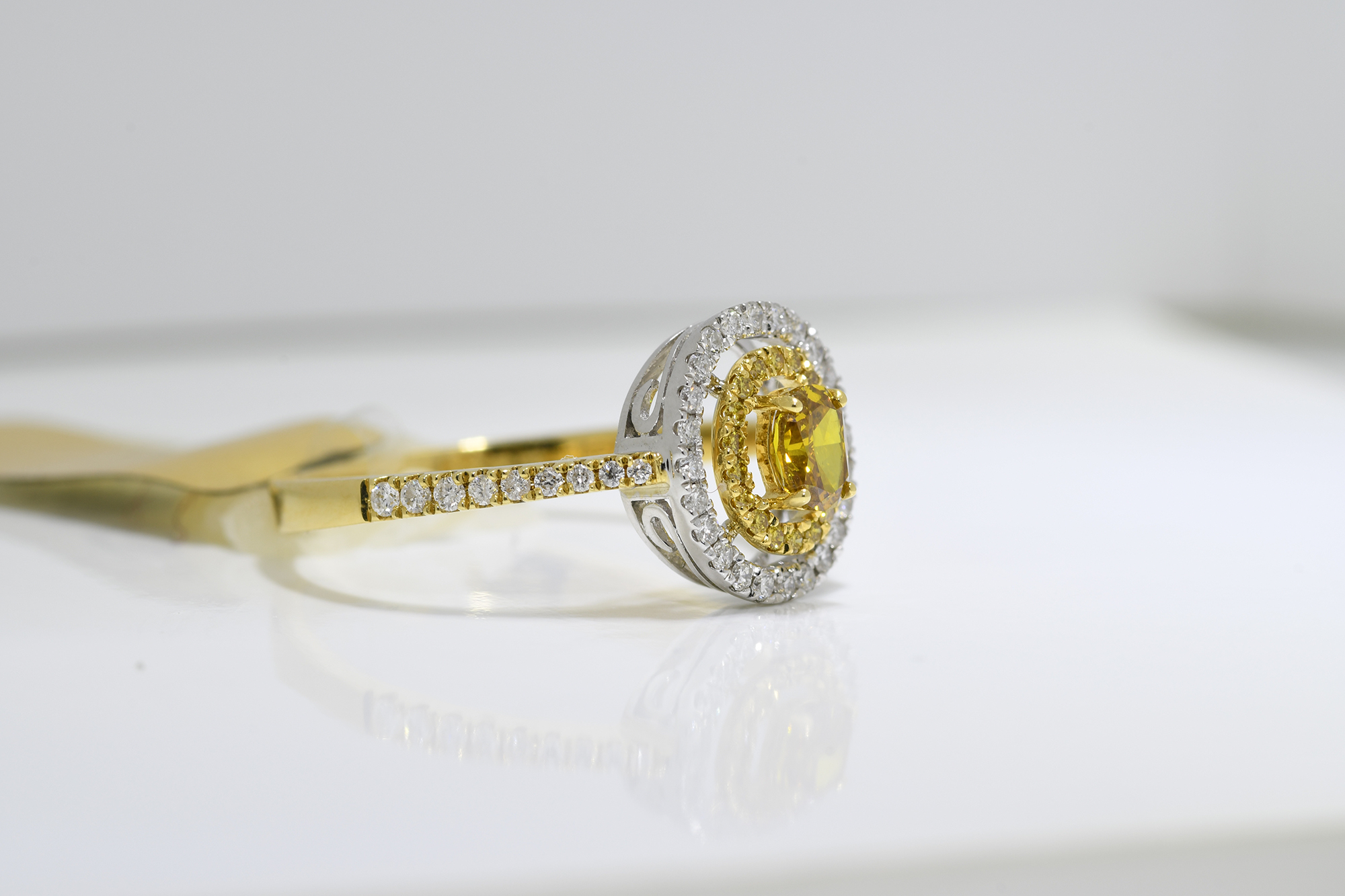Oval Cognac Diamond Ring - Image 2 of 3