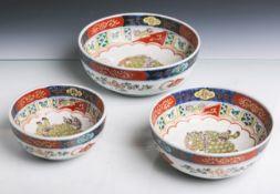 Drei verschieden große runde Porzellanteller (wohl Japan, wohl Imari, Alter unbekannt), im