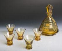 Flakon m. 5 Schnapsgläsern (Art déco, 1920er Jahre), goldfarbene Glasmasse, Flakon m.