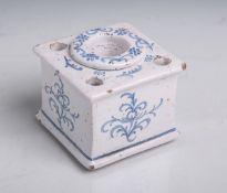 Tintenfaß (18./19. Jahrhundert), Keramik, quadratische Form, weiß glasiert, blaue
