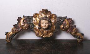 Geflügelter Puttokopf (im Stil des 18. Jahrhunderts), Holzschnitzarbeit, die Figur umringt