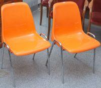 2 Stapelstühle (1970er Jahre), orangenfarbene Kunststoffschale, Metallröhren vernickelt,