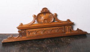 Supraporte (Historismus, 19. Jahrhundert), Möbelaufsatz, Nußholz geschnitzt, Muschelwerk,