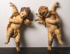 Ein Paar Putti (im Stil des 18. Jahrhunderts), Holzschnitzarbeit, vollplastisch, polychrom