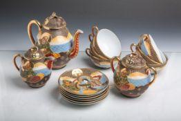 Teeservice aus Porzellan für 6 Personen (wohl Japan, neuzeitlich), angelehnt an die Helden