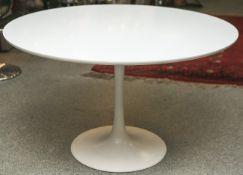 Runder Designer-Esstisch (wohl 1970er Jahre) von Luigi Colani (1928-2019), in weiß, mit
