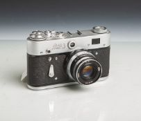 """Kamera """"FED 3"""" (Made in USSR), Nr. 8122002, Objektiv """"I-61"""", 2,8/52, Nr. 6976775."""