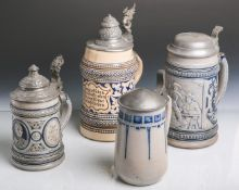 Konvolut von vier verschiedenen Bierkrügen (wohl 1890-1920), aus grauem Scherben,