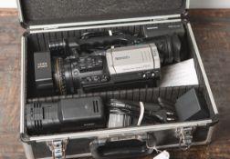 """Camcorder """"AG-DVX100"""" von Panasonic, Profi 25 P, m. XLR-Audiobuchsen, m. Zubehör, im"""