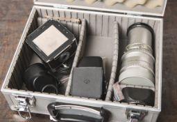 """Kamerazubehör, bestehend aus: 1x Objektiv """"Sonnar"""" von Carl Zeiss, 1:5,6 / 250 mm,"""