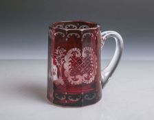Henkelglashumpen (wohl 19. Jahrhundert), klares Glas m. rotem Überfang, geätzte oder