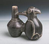 Doppelgefäß in Form eines sitzenden Vogels (Peru, Cusco, Alter unbekannt), schwarz bemalt,