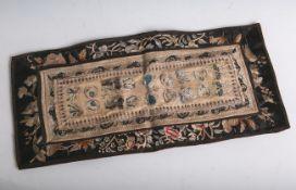 Alte Seidenstickarbeit (wohl China oder Japan, laut Einlieferer jedoch vor 1900), Blumen-