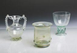 Konvolut von 3 Glasgefäßen (wohl Historismus, 19. Jahrhundert), mundgeblasen, im Stil des