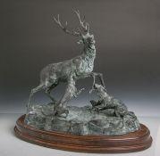 Odagled, R. (20. Jahrhundert), Hirschjagd, Bronze, Hirsch im Kampf m. 2 Hunden, aufNaturplinthe,