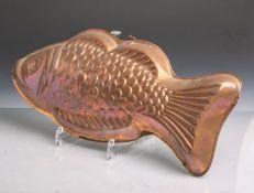 Alte Backform in Form eines Fisches aus Kupfer, ca. 40 x 18 cm. Altersgem.Gebrauchszustand.
