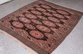 Tekke Teppich (Turkmenistan, wohl um 1900), Wolle auf Wolle, handgeknüpft, ca. 200 x 168cm.