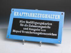 """Altes Emailschild """"Kraftfahrzeughalter-Hier Bestätigungskarten für die Zulassungsstelleund Ausgabe"""