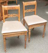 2 gleiche Stühle aus der Zeit des Biedermeiers (1. Hälfte 19. Jahrhundert), aus Eschenholz