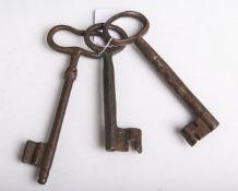 Konvolut von 3 alten Schlüsseln aus Eisen, ca. 14,5 bis 18 cm.