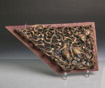 Füllungsfeld (China, wohl 18./19. Jahrhundert), Darstellung eines Drachens m. Pho-Hund,Holz