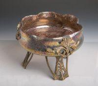 Jugendstil-Schale (um 1900), Schale in Blumenform gearbeitet, klares Glas farbig gefasst,