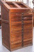 Antiker Setzkastenschrank aus alter Druckerei (wohl um 1900), aus Buchenholz, mitinsgesamt 21
