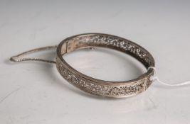 Damenarmreif 800 Silber (Hersteller unbekannt), ovale Form, mit durchstochenemstilisiertem