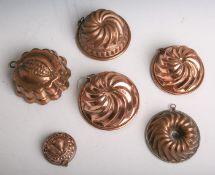 Konvolut von insgesamt sechs kleinen antiken unterschiedlichen Backformen aus Kupfer, Dm.jeweils von