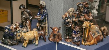 Große 16-figürige Weihnachtskrippe aus Keramik (Westerwald, Höhr-Grenzhausen, Herstellerund
