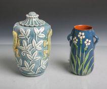 2 Keramikvasen, bestehend aus: 1x Keramikhenkelvase (Jugendstil, Unterbodenmarke PAW-PaulAnna