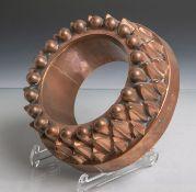"""Antike Kuchenform aus Kupfer (Ringkuchen in Sonnenform), seitlich """"332"""" und ein Hahneingeschlagen,"""
