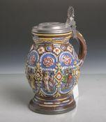 """Apostelkrug aus Keramik, auf braunem Fond einfarbiger Dekor, Zinndeckel, Ritzmarke """"SA"""",H. ca. 19"""