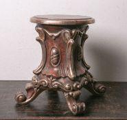 Holzsockel bzw. Podest zum Aufstellen einer Figur, im Stil des Barock gefaßt, Standflächeca. 30