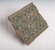 Stoffdrucksiegel (Asien, wohl 19./20. Jahrhundert), mit Blumenmotiven, ca. 15 x 14 cm.