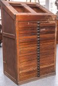 Antiker Setzkastenschrank aus alter Druckerei (wohl um 1900), aus Buchenholz, mit