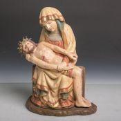 Pieta (20. Jahrhundert), vollplastisch geschnitzt, polychrom gefasst u. teils orig.