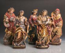 Konvolut von 5 versch. Holzfiguren von Heiligen, vollplastisch geschnitzt, polychrom