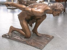 "Voci, Nicola (20. Jahrhundert), ""Inconscio"", knieender Männerakt, Bronze (Vollguss), auf dem Sockel"