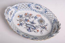 Ovales Körbchen aus Porzellan von Meissen (blaue Unterbodenschwertermarke, wohl 20.