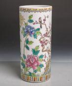 Blumenvase (20. Jahrhundert), zylindrische Form, farbig bemalt, Blumendekor m. Vögeln, Dm.