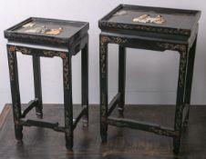 2 versch. große Beistelltischchen (China), schwarzer Fond, Goldmalerei u. reliefartige