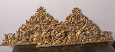 2 gleiche Supraporten (19. Jahrhundert), Holz geschnitzt, je vergoldet, je ca. 48 x 100 x