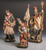 Konvolut von 3 versch. Holzfiguren von Heiligen, vollplastisch geschnitzt, polychrom