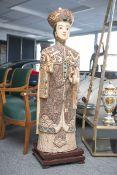 2 gr. Figuren wohl von Kaiserpaar (China, wohl um 1900), aufwendig aus Beinplatten u.