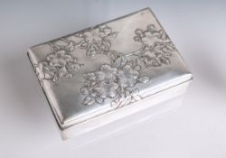 Jugendstil-Schachtel aus Silber und Holz (China, um 1920), vermutlich aus Sandelholz,