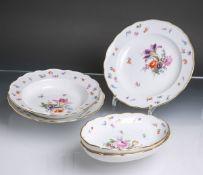 Fünf verschiedene Geschirrteile aus Porzellan von Meissen (blaue